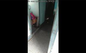 【電車内盗撮動画】ドア開けっ放しでオシッコしてた女の人をスマホで隠し撮り!
