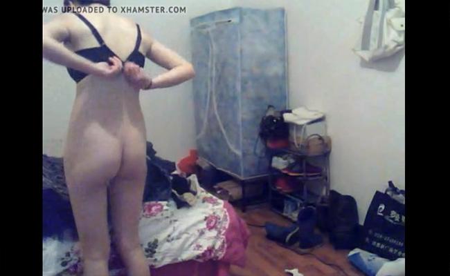 【Webcamハッキング動画】自室にて着替える若い女の子を恐らくはPCカメラより撮影した動画
