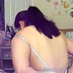 【民家盗撮動画】メルヘン気味な部屋に住む、メルヘンとは程遠い風貌の女性の着替え