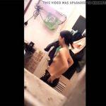 【民家盗撮動画】タオルを口に咥えてパンツとズボンを一緒に脱ぐ・・・そんな大雑把な女の子