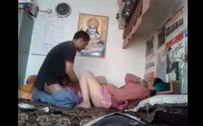 【民家盗撮動画】シヴァ神が見守る前でセックスするインドのカップル