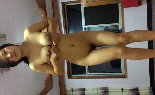 【個人撮影】妊娠線が生々しい人妻と思われる巨乳熟女の激しい騎乗位