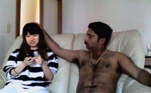 【デリヘル盗撮動画】例のインド人シリーズ、日本人形みたいな顔の女の子と生本番