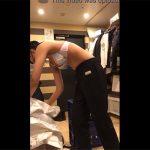 【盗撮動画】洋服屋のバックヤードのような場所で着替えるスレンダーな女の子