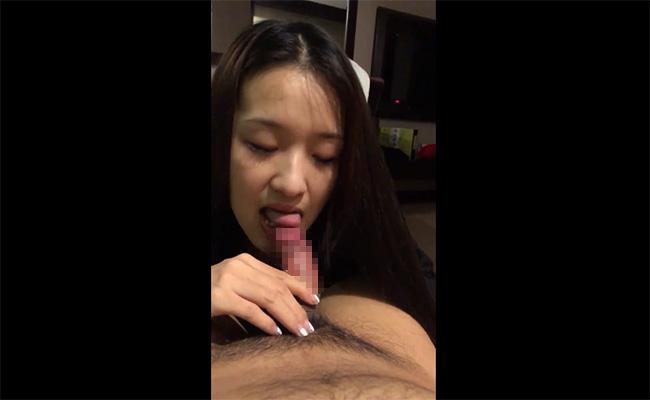 【個人撮影】包茎彼氏のチンカス掃除を笑顔でする彼女