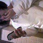 【トイレ盗撮動画】鼻クソをほじって迷わずその指を口へと・・・そんな若い子の恥ずかしすぎる素の姿wwww