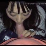【個人撮影】夜の道端で彼氏のチンコしゃぶらされる女の子
