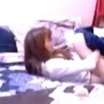 【民家盗撮動画】ジーンズを脱ぎ一分足らずでそそくさとオナる女の子