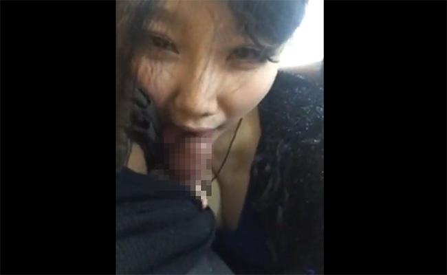 【個人撮影】彼氏の小さいチンコを美味しそうに舐める女の子
