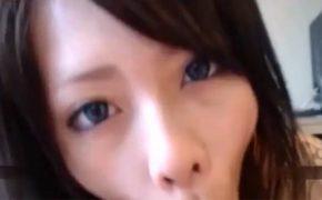 【個人撮影】「私はむしろ逆で目!彼女の力強い目に吸い込まれそうになったわ!」みたいな若いカップルのハメ撮り動画