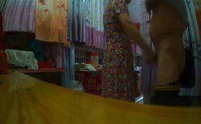 【努力は必ず報われる】例のカーテンショップでチン見せしていた変質者、店員に手コキして貰う