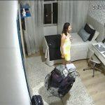 【民家盗撮動画】何かを歌いながら一人でおどける風呂上りの若い女の子
