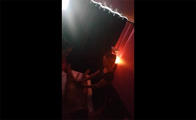 【中国マッサージ盗撮動画】所謂「双身コース」2人がかりでマッサージ&手コキされる男性客