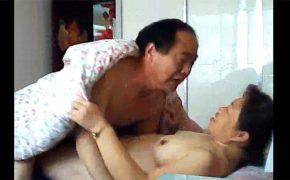 【個人撮影】腋毛も生やしっ放しな普通のおばちゃんが普通のおっちゃんとセックス