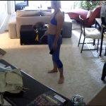 【民家盗撮動画】セクシーな部屋着でネコと戯れる若い女の子