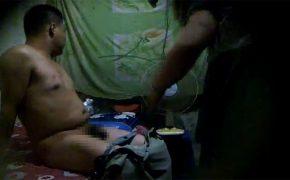 【中国違法風俗店盗撮動画】不衛生な環境で熟女とインスタントにセックスする中年男性