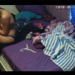 【民家盗撮動画】風呂上りにパンツ一丁でスマホを眺める女の子