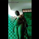 【素人自撮りエロ動画】ダイナマイトボディーを見せ付けてくるインドの若い女の子