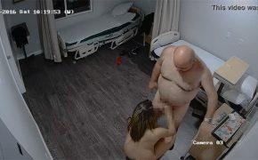 【ロシア風俗盗撮動画】ゴムを着けてちょっと咥えて入れて出す、そんな基盤店の様子