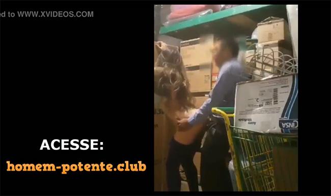 【監視カメラ動画】バックヤードでセックスしてる男女
