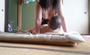 【隠し撮り】和室に布団と昭和感が満載な熟年夫婦の日常的な性行為の様子