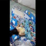 【海外民家盗撮動画】ドラえもんの布団の中でオナる女の子