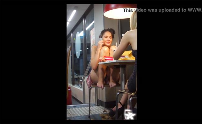 【ファーストフード店盗撮動画】パンツ丸見えで椅子に座ってた下品な女が晒される