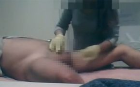 【インド脱毛サロン盗撮動画】ワックス脱毛後は手コキでスッキリさせてくれる