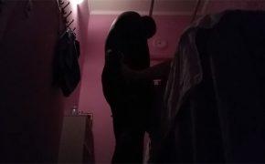 【マッサージ盗撮動画】上にあの捕まる棒がついてるマッサージルームでフェラチオして貰う男性客