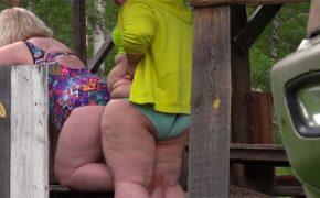 【カップル盗撮動画】太ったレズビアンカップルが野外でイチャついてる動画