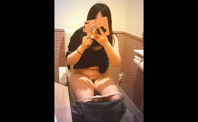 【トイレ盗撮動画】某有名コーヒー店のトイレで排泄する女性達の様子