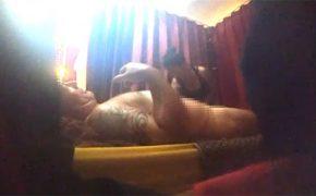 【マッサージ盗撮動画】カーテン張りのルームでフェラチオしてもらう例のスキンヘッド外人