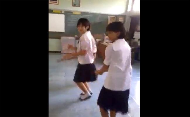 【微笑みの国】陽気なタイのJC達が踊ってるだけの動画