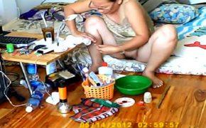 【個人撮影】マン毛丸出しでネイルの手入れをする妻を夫が隠し撮り