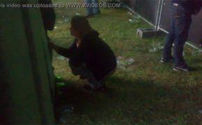 【野ション盗撮動画】フェスで野ションしてる女の子が居たので隠し撮り
