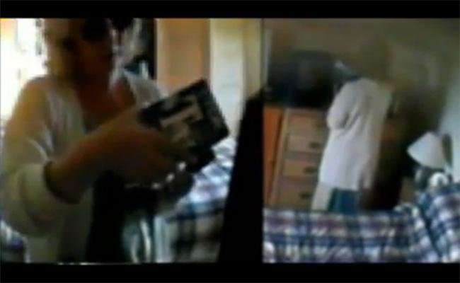 【民家盗撮動画】雇い主の家でAVを発見した家政婦、ついオナってしまう・・・