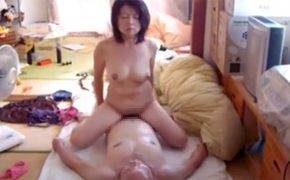 【個人撮影】じいちゃんとおばちゃん子供部屋でセックスしてる