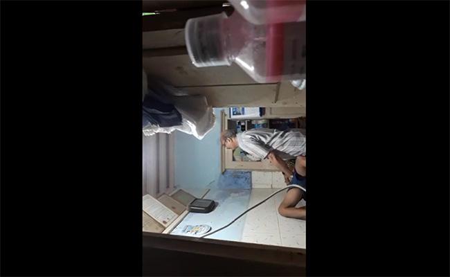 【病院盗撮動画】診察室で手マンしながらフェラでヌいて貰う男性医師