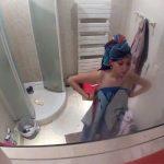 【民家風呂盗撮動画】スレンダーでスタイルの良い若い子のシャワー風景