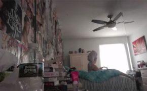 【民家盗撮動画】壁一面に好きなアーティストの切り抜きを貼ってる女子の着替え風景