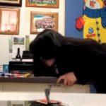 【オフィス盗撮動画】オフィスでムラっと来たボス、部下相手に腰を振ってしまう