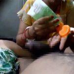 【個人撮影】旦那にオイル手コキをしてた女性、堪らなくなって上に乗る