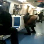 【地下鉄車内盗撮動画】電車内でいきなりオシッコしはじめた女性に周囲はドン引き・・・