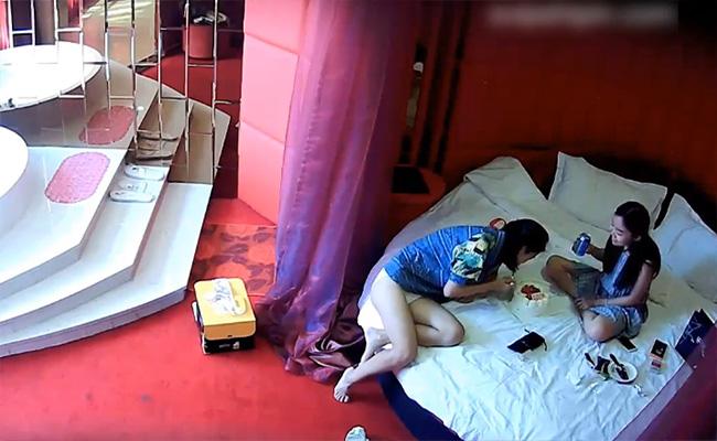【ラブホテル盗撮動画】「今日は彼女の誕生日だから」ベッドの上でケーキを食ってセックスするカップル