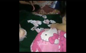 【スマホ撮影】脱衣ポーカーを楽しむ若い男女達