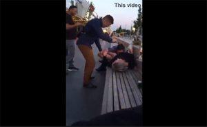 【泥酔エロ動画】酔っ払ったロシアの若い女の子、街中でクンニされる様子を撮られる