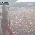 【野外フェスおっぱい動画】トーヴ・ローさんがライブ中に盛り上がっておっぱい露出した様子