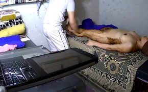 【マッサージ店盗撮動画】身体に泥のような物を塗りたくられる全裸の女性