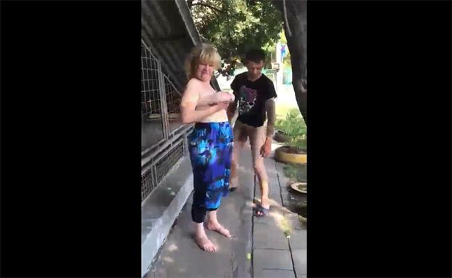 【ロシアの街角から】真昼間の路上に居た上半身裸の女性と下半身裸の男性
