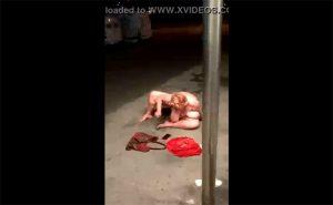 【マジキチ】夜の路上で堂々とオナニーしていた肉塊のような熟女が隠し撮りされる